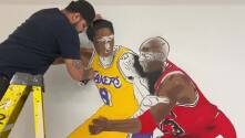 Artista de San Antonio crea mural de Kobe Bryant