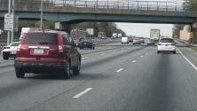 ¿Qué debo hacer en caso de que mi automóvil presente una falla mecánica estando en la carretera?