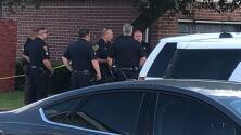 Tiroteo al noreste de Houston deja un oficial de policía muerto y otro herido