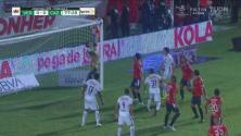¡Atajadón descomunal de Jurado! El portero del Veracruz saca el balón del ángulo