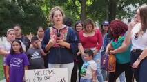 Familia pide cambios tras ser expulsados de piscina en Hendersonville