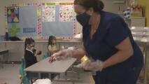 Demandan a varios distritos escolares incluyendo dos del área de Houston por el uso de mascarillas