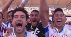 ¡Qué comience la fiesta! Cruz Azul levanta el trofeo de campeón