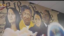 Estudiantes de HISD se unen para trabajar en un mural en conmemoración al mes de la Herencia Hispana