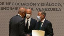 """Gobierno y oposición venezolana logran """"acuerdos parciales"""" en México"""