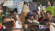 Cientos de personas en Oakland se manifiestan durante el Día internacional del trabajador