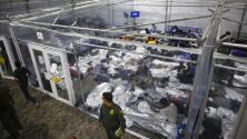 Por primera vez, gobierno Biden permite que la prensa ingrese a un centro de procesamiento de familias y niños migrantes