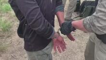 Autoridades en Texas arrestan a varios inmigrantes indocumentados que se escondían en autos transportados por un tren