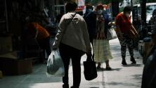 """""""No tengan miedo"""": Indocumentados en Nueva York reaccionan a ley que los protege de amenazas y extorsiones"""