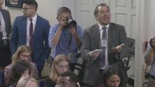 """""""¿No tienes empatía?"""": así presionó este reportero a la vocera de la Casa Blanca por la separación de niños en la frontera"""
