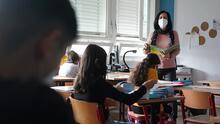 Lo que ocurrirá con los maestros de las Escuelas Públicas de Chicago que no cumplan con la orden de vacunación