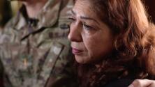Tras ser deportada en varias ocasiones, esta madre de un oficial del ejército regresa a EEUU junto a su familia