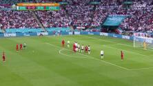 ¡GOL!  anota para Dinamarca. Mikkel Damsgaard