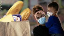 P-EBT, CalFresh, WIC: ¿Quiénes califican y quiénes quedan fuera de los programas de ayuda alimentaria en California?