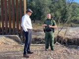 Viceministro de Ecuador visita la frontera de Arizona por donde están llegando cientos de ecuatorianos