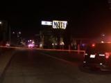 Investigan tiroteo en un hotel en Fresno que dejó a un hombre muerto