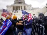 """""""Sé que ese día salvé innumerables vidas"""", dice el oficial que mató a una manifestante durante el asalto al Capitolio"""
