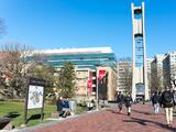 Universidad de Temple emite alerta debido a informes de un hombre en scooter tocando a mujeres