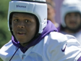 Jaylen Twyman, novato de los Minnesota Vikings, recibió cuatro disparos