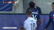 ¡Expulsión! El árbitro saca la roja directa a Jules Koundé.