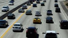 Sal con tiempo de casa porque se reporta alto flujo vehicular en la I-405 de Los Ángeles esta mañana