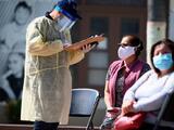 Latinos, negros y nativos americanos murieron de forma desproporcionada durante la pandemia de covid-19 en 2020, según estudio
