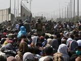 Mueren siete civiles afganos entre una multitud desesperada en el aeropuerto de Kabul