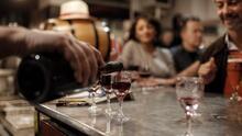"""Cocteles """"to-go"""": extienden medida que permite llevarte bebidas alcohólicas de tu bar favorito"""