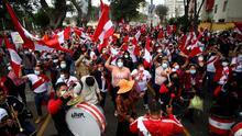 """""""Hay que hacer respetar los votos"""": peruanos permanecen en las calles esperando los resultados de las elecciones"""