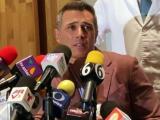 """Sergio Mayer reaparece tras su hospitalización y aclara si fue """"envenenado"""""""