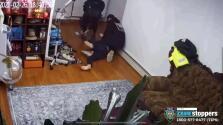 Captado en video: Buscan a responsables de un violento robo en un hogar de Queens