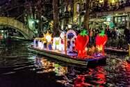 El River Walk de San Antonio se ilumina con linternas gigantes durante estas fechas