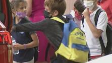 Sindicato de maestros cree que se debe seguir usando mascarilla al aire libre en las escuelas públicas de Miami-Dade