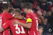 ¡Se abre la cuenta! Madueke gana y Götze la empuja para el 1-0 del PSV