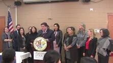J.B Pritzker firma orden ejecutiva que busca mejorar los centros de acogida para inmigrantes en Illinois