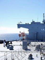 El Makran, un petrolero reconvertido de 755 pies de largo, es el buque de guerra más nuevo y más grande de la Armada iraní, con una gran cubierta de vuelo, diseñado para ser una base marítima móvil para pequeñas embarcaciones y aviones capaces de operar en cualquier parte del mundo.