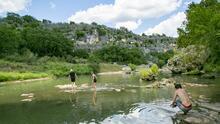 Cascada, senderos y cavernas: este parque de Texas esconde maravillas naturales