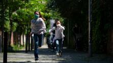 Mantén a tus hijos seguros en los lugares públicos este verano: recomendaciones a tener en cuenta