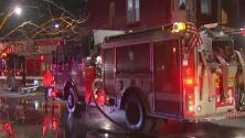 Voraz incendio en un edificio del área de Homan Square, en Chicago, deja dos bomberos heridos