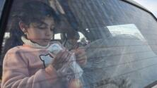 ¿Cuáles son los riesgos de dejar a los niños dentro de un auto en medio del calor extremo?