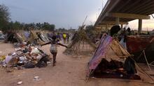 Confusión en la frontera: Liberan a algunos haitianos en EEUU mientras miles siguen bajo el puente en Del Río, Texas