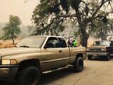 En medio de las evacuaciones en la zona devastada, la policía arresta a sospechosos con drogas y explosivos
