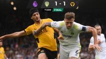 Jiménez propicia gol de Wolves, pero Leeds lo empata en el final
