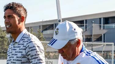 Entre lágrimas Varane se despidió del plantel del Real Madrid