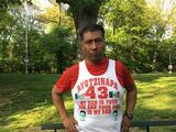 El mexicano que corre maratones con el número 43 (el de los estudiantes de Ayotzinapa)