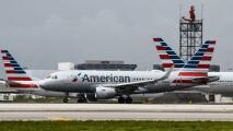"""Alta demanda y falta de personal: American Airlines cancela cientos de sus vuelos hasta """"mediados de julio"""""""