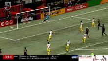 Con una hermosa estirada Eloy Room le niega el gol a Marcelino Moreno