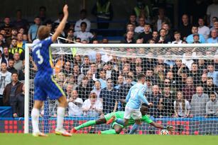 Con un solitario gol de Gabirel Jesus al minuto 90+3, Manchester City vence 0-1 en su visita al Chelsea y hay un cuaduple empate en la cima de la tabla con 13 unidades.