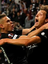 El Eintracht Frankfurt igualó 1-1 contra el Fenerbahçe durante la fecha 1 del Grupo D de la UEFA Europa League. Mesut Ozil, tras años de sequía, logró anotar al minuto 10' a favor del equipo turco, pero Sam Lammers igualó el encuentro al 41' en Alemania.