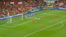 ¡CERCA! Gareth Bale disparó que se estrella en el poste.